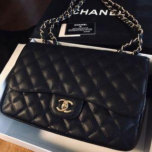 Chanel classic jumbo bag.
